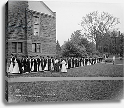 Постер Неизвестен Seniors marching to chapel, Mt. Holyoke College, South Hadley, Massachusetts, c.1908