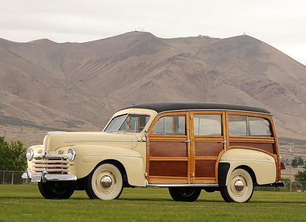 Ford Super Deluxe Station Wagon '1946