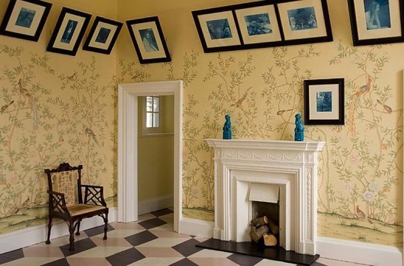 необычная развеска картин apartmenttherapy