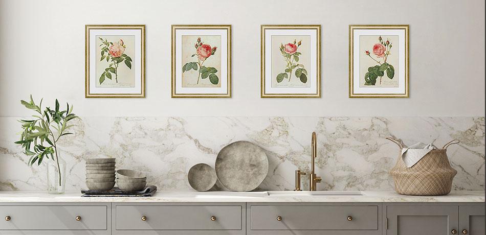 Серия гравюр с розами в рамах с паспарту в интерьере кухни
